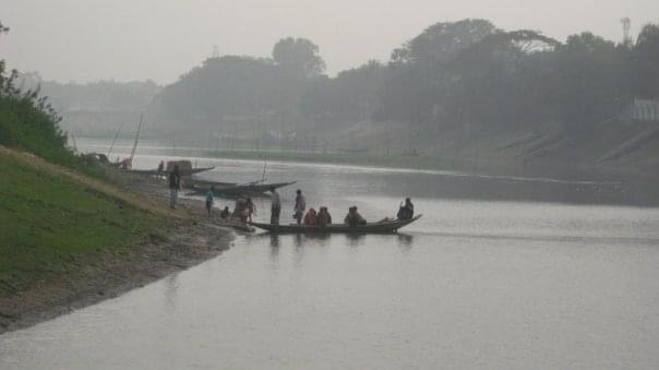 A boat loading passengers to cross the Kalni.